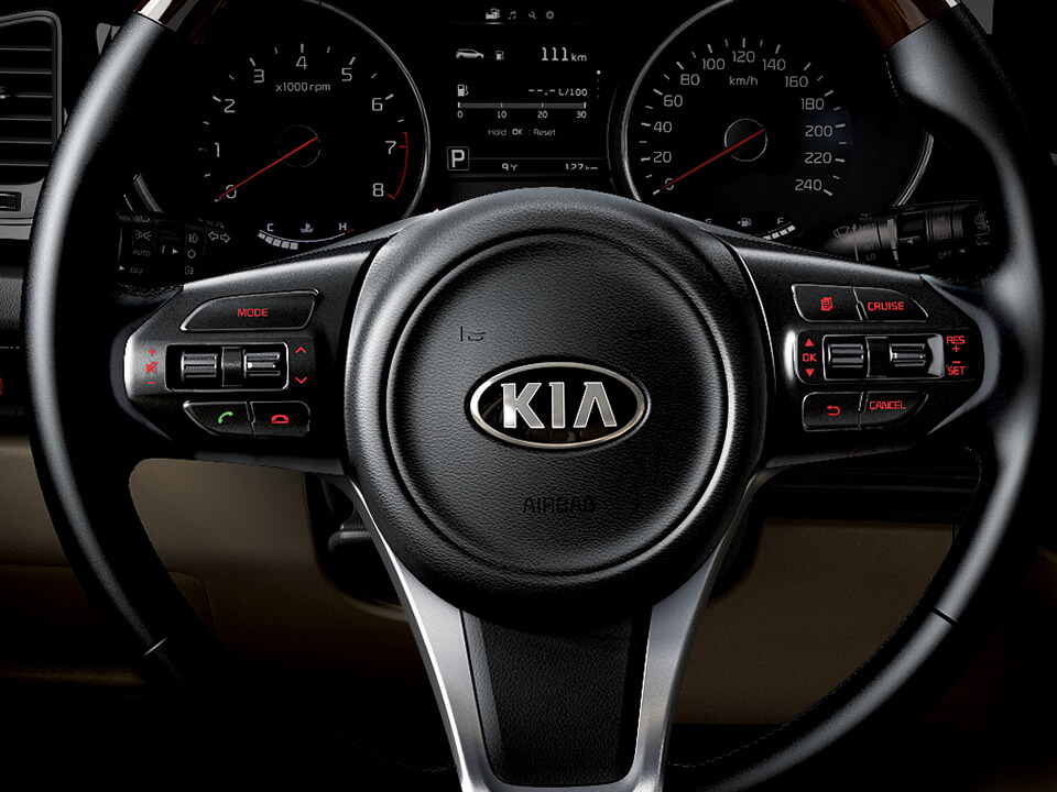 kia-car-bureau-grand-carnival-interior-controles-al-volante
