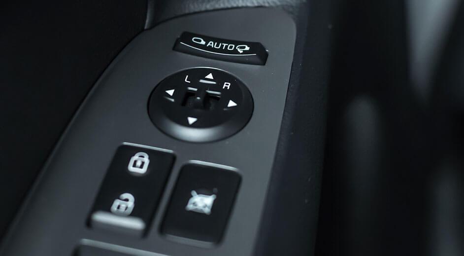 Kia Cerato Hatchback Interior - Control