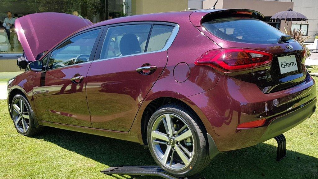 Kia presenta el Kia Cerato Hatchback