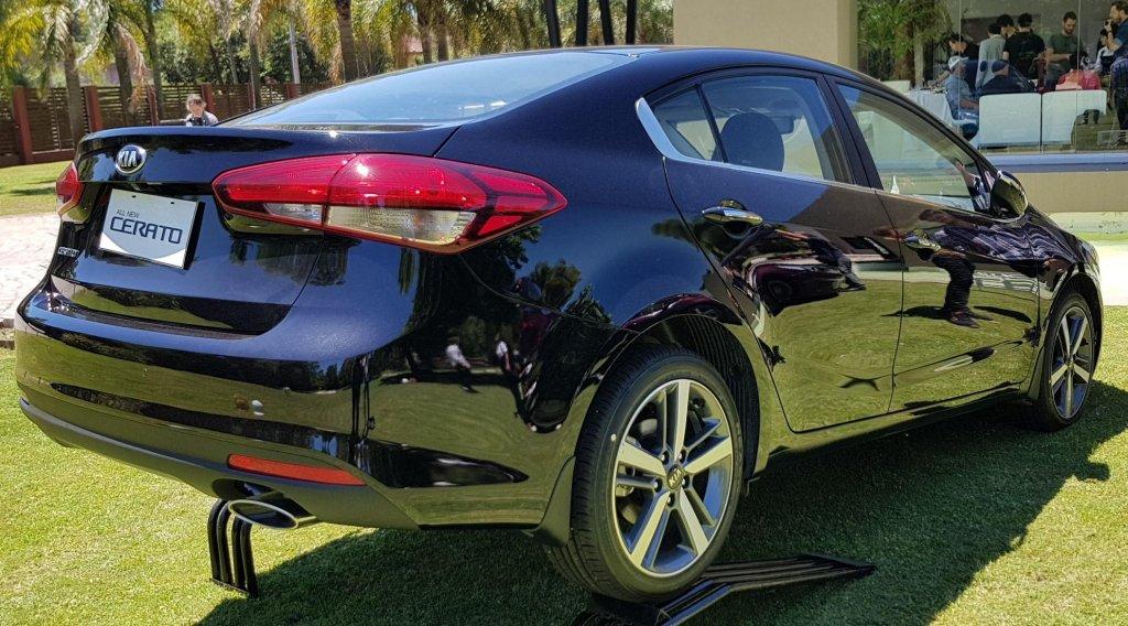 Kia presenta el Kia Cerato Sedan